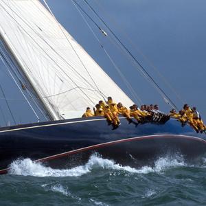 Business-Team auf einem Segelschiff - Management Training