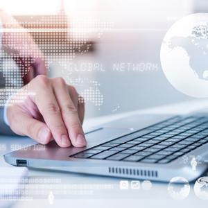 Internet surfen mit Laptop